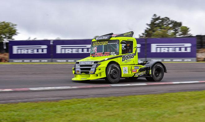 Duda Bana corre última etapa da Copa Truck
