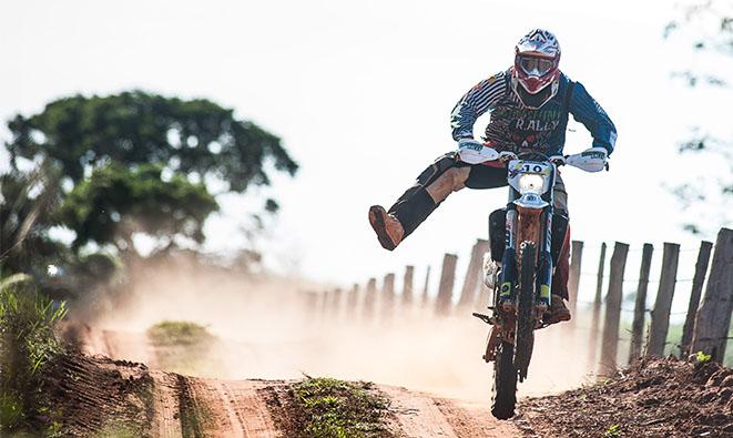 Fabrício Bianchini inicia a temporada acelerando no Rally Minas Brasil